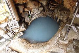 湯の峰温泉 つぼ湯の湯船