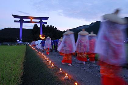 矢田の火祭りと大鳥居
